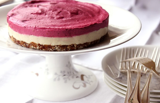 Raw raspberry and cashew dreamcake